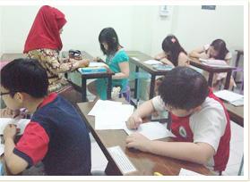 スラウェシ島マッカサルの公文式教室で学ぶ子どもたち