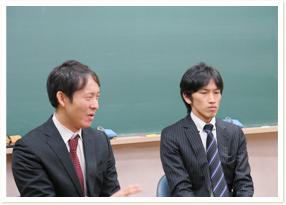 公文式導入担当の田中先生(左)と山田先生(右)