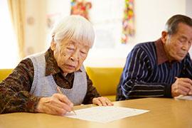 認知症高齢者の脳機能の維持・改善をはかる「学習療法」