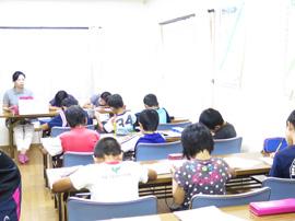 児童養護施設での学習風景