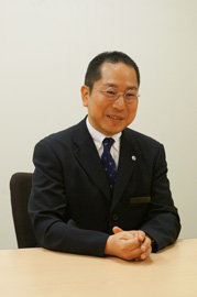 企業のなかのKUMON―BHIJホールディングス株式会社 本社管理部 部長 鈴木傑さん