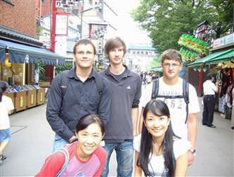 公文式ドイツ語の学習者 ホームステイ中の留学生と浅草にて